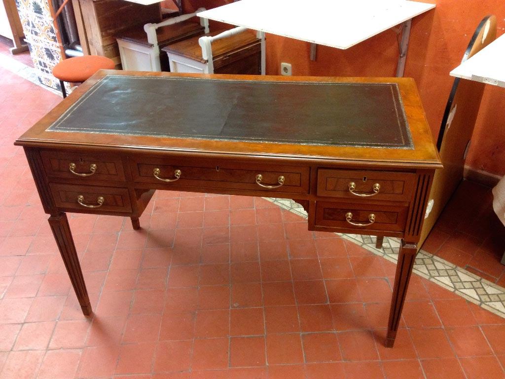 Restauraci n de mesa de escritorio moderna taller estuco for Mesa escritorio moderna