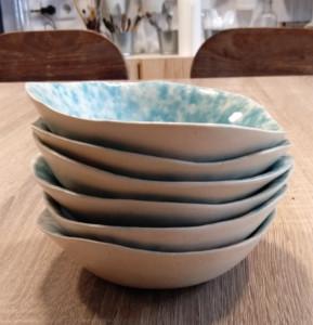 cuencos de cerámica artistica apilados