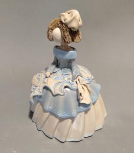 menina hecha en el curso de cerámica