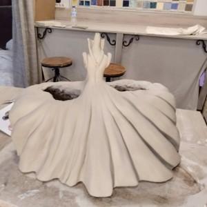 taller de cerámica proceso de modelado menina de cerámica